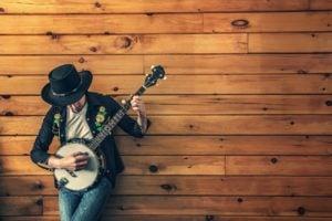 Major difference of Banjo & Guitar
